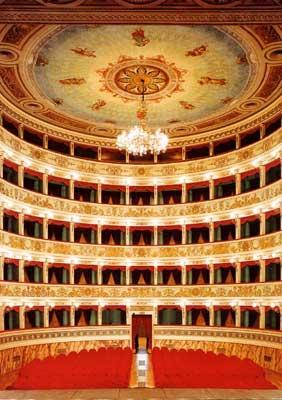 competitive price b3d94 3372b Stagione di Prosa e Teatro 2018/2019 al Teatro Ventidio Basso