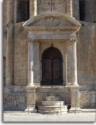 Edicola esterna chiesa S. Francesco